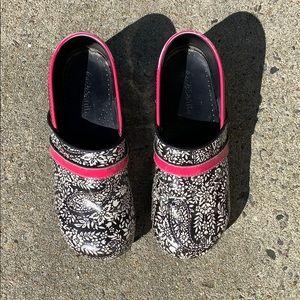 Koi by Sanita Black/Pink Clog Shoes Size 9.5